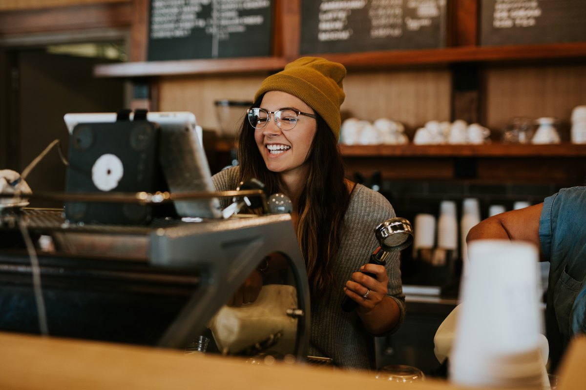 10 SIGNS YOUR BARISTA IS INTO YOU